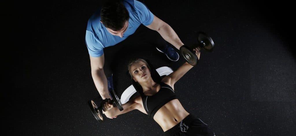 Muscler ses seins pour grossir de la poitrine