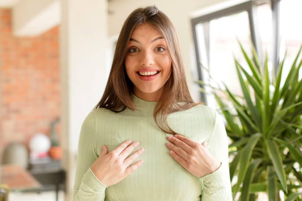 Femme avec un pull