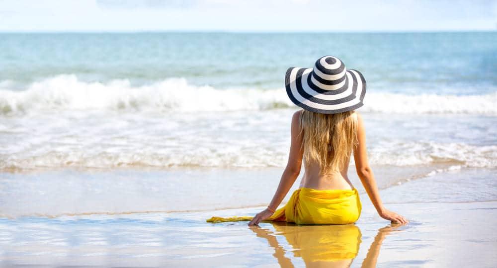 exposer sa poitrine au soleil